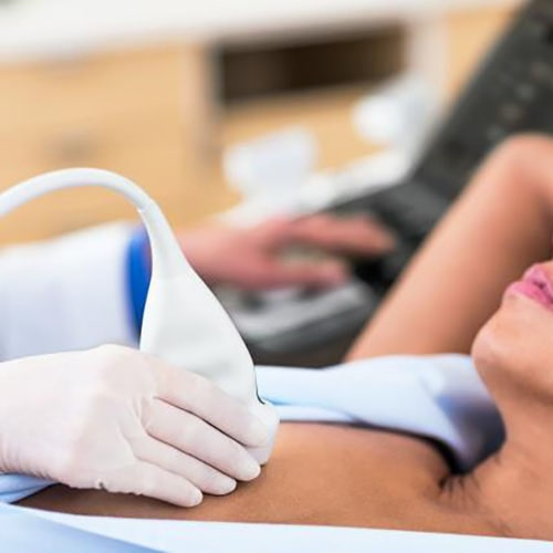 Philips Ecografia Affiniti 50 Breast Scanning Imagen de la mujer2 min